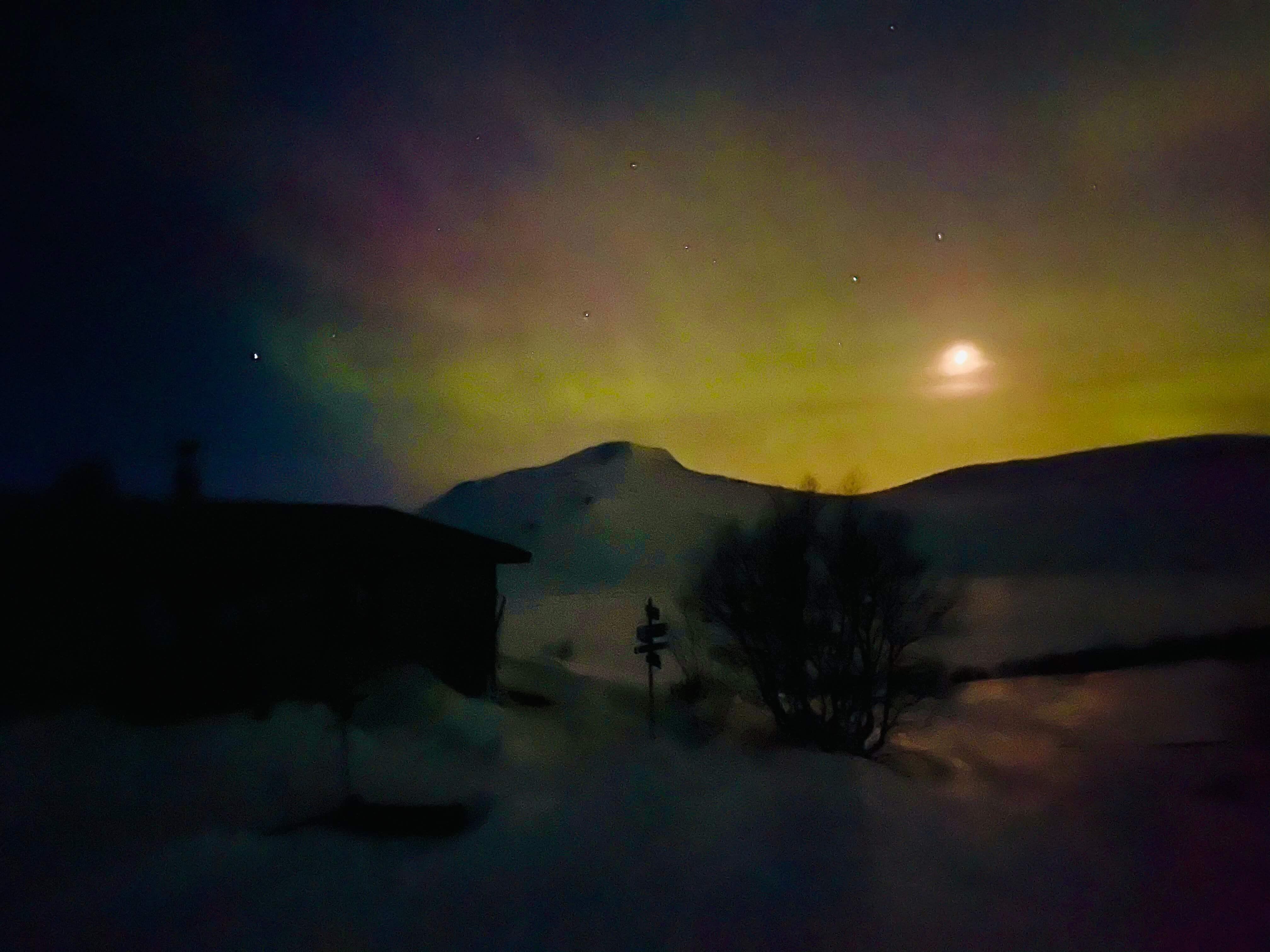Aurora-norrsken-vålådalsfyrkanten